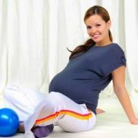 беременная с мячом