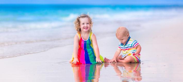 мальчик с девочкой на пляже