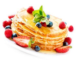блины с медом и фруктами