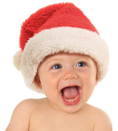 ребенок в рождественском колпаке