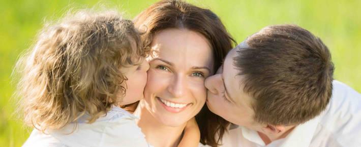 Счастливая семья: папа, мама и ребенок