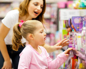 мама с ребенком, магазин, покупки, игрушки, 10975917