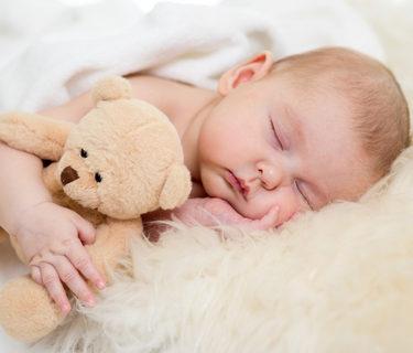 Ребенок спит в 2 мес