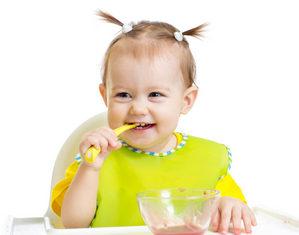 грудничок кушает прикорм