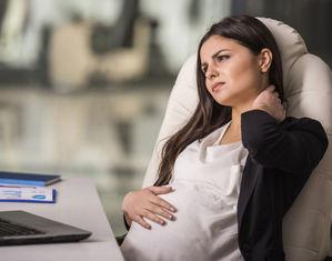 Когда беременных переводят на легкий труд