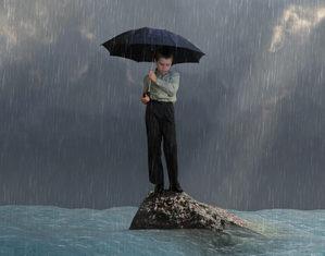 ребенок под зонтом
