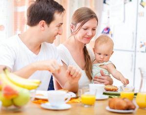 Семья за обедом