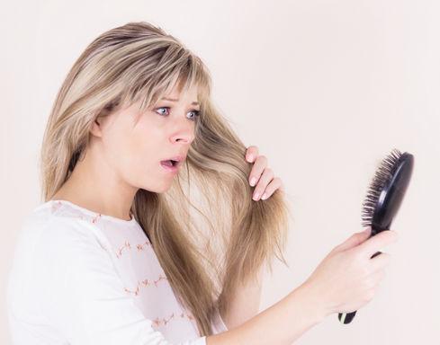 При беременности выпадают волосы: как помочь себе?