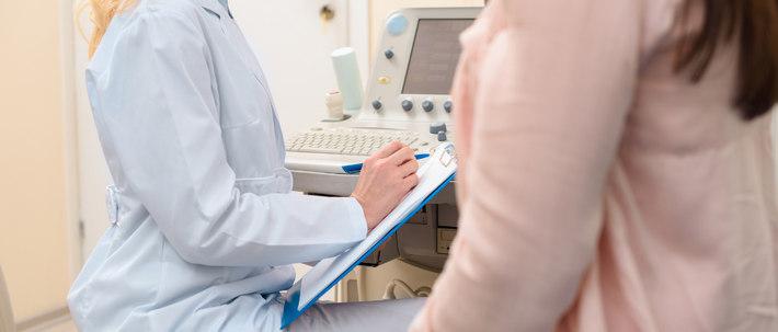 Беседа женщины с гинекологом