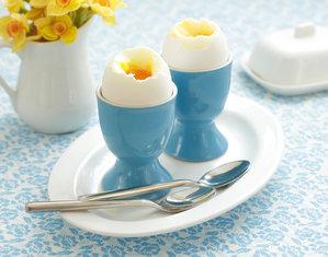 Яйца в подставках