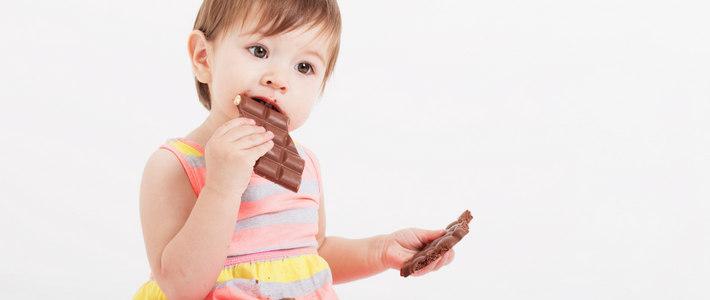 Девочка с шоколадками