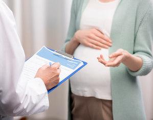 Беременная и врач
