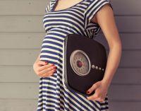 беременная с весами