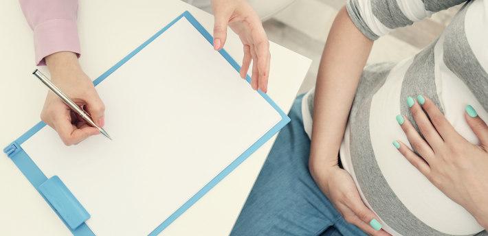 Беременная с врачом