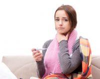 Болит горло у женщины