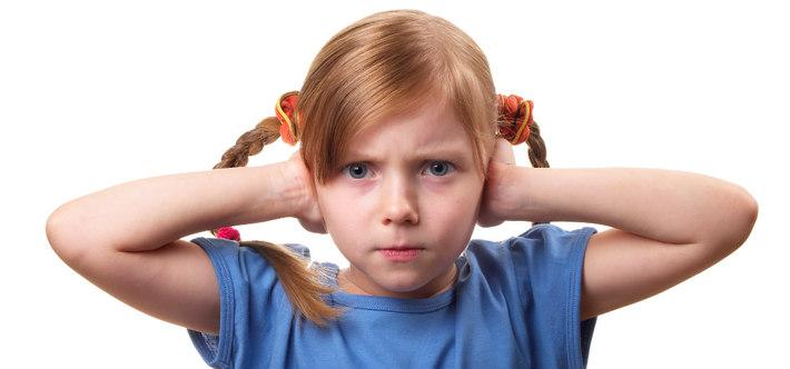 Девочка не хочет слышать