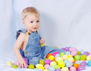 Ребенок в шариках