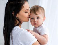 мама с годовалым ребенком