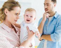мама с ребенком и папой расстроены