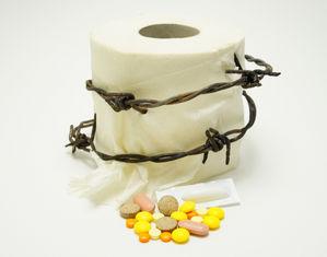 туалетная бумага с колючей проволокой и таблетками