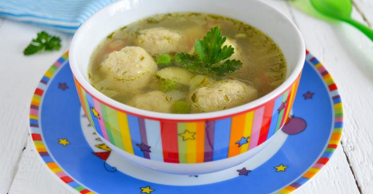 суп с фрикадельками из индейки и зеленью