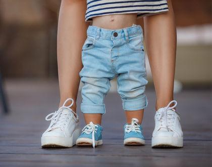 первые шаги ребенка на улице