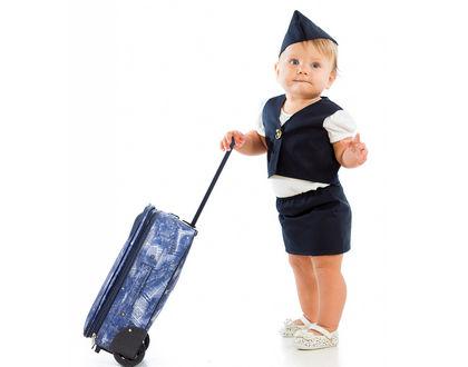 малыш с чемоданом