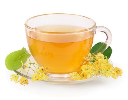 липовый чай в прозрачной чашке
