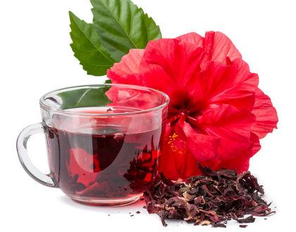 чай каркаде в чашке с цветком