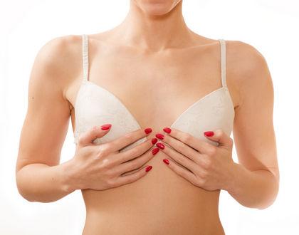 женщина с маленькой грудью