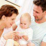 родители занимаются с ребенком