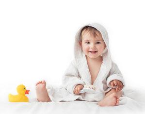 грудничок в полотенце