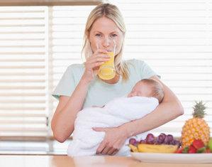 кормящая мама пьет