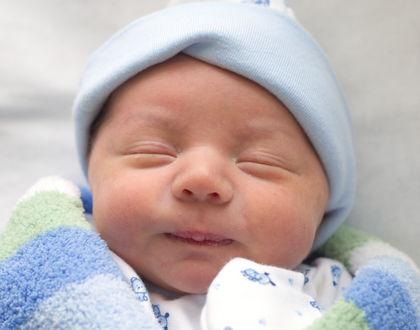Новорожденный спит