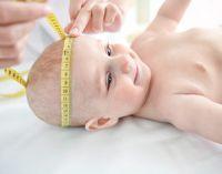 измерение головы новорожденного