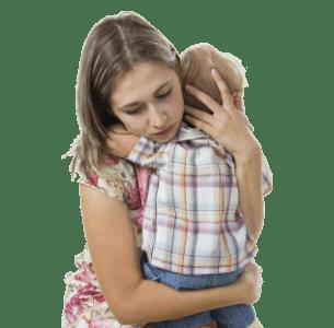 Мама утешает сына