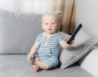 Младенец с пультом